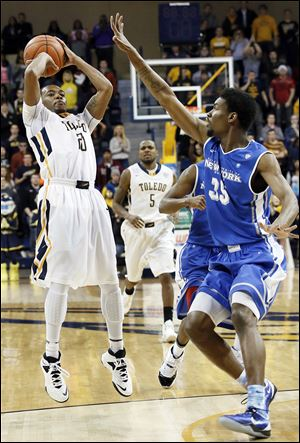 Toledo's Julius Brown shoots the game-winning shot as Buffalo's Xavier Ford defends in Wednesday night's game at Savage Arena.