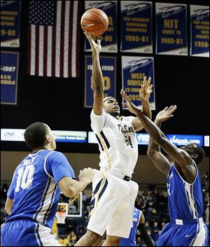 Toledo's J.D. Weatherspoon, who had 13 points, shoots against Buffalo's Javon McCrea in Wednesday night's game.