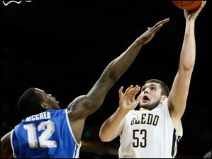 Toledo center Nathan Boothe (53) shoots against Buffalo forward Javon McCrea (12).