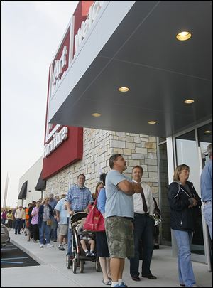 Customers lined up for the perks to be the first 100 patrons during the September grand opening of the Art Van Furniture store in Holland. It went up in what used to be a cin­ema com­plex.