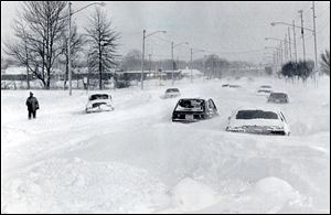 Cars were virtually buried on Heatherdowns Boulevard after the 1978 blizzard. Local authorities restricted driving in the most recent storms, keeping the number of stranded autos to a minimum.