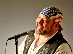 "One-man wonder Mike ""Maddog"" Adams will perform Sunday at Clam­dig­ger Lounge and Piz­ze­ria in Monroe."