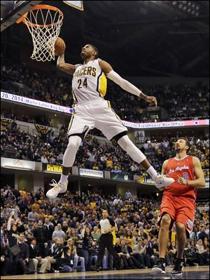 Indiana Pacers forward Paul George (24) dunks in front of the Los Angeles Clippers Hedo Turkoglu.