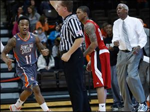 BGSU's Damarkeo Lyshe, left, and head coach Louis Orr, right, react to a foul call by a ref.