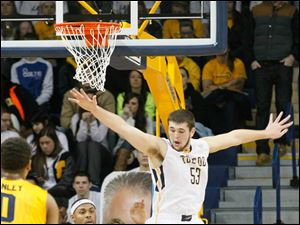 UT's Nathan Boothe defends KSU's Darren Goodson. Boothe had two blocks.