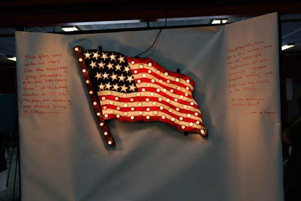 CTY-antiques27p-light-up-flag