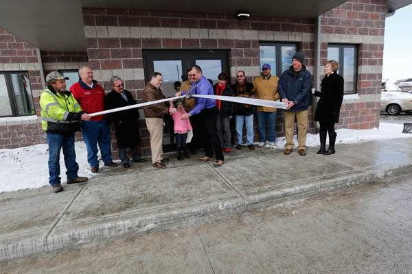 NBRS-maumee27p-ribbon-cutting-outside