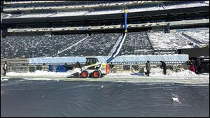 The UBU Speed Series S5-M synthetic turf at MetLife Stadium is ready to go — whether it snows or not. So far, forecasts say fans are in the clear.