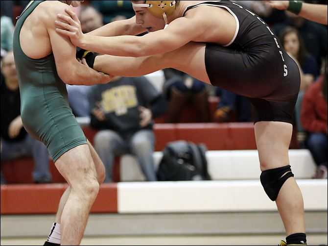 30s5howard Clay's Andy Howard beat Perrysburg's Chase Newton in a 170-pound final in the Division I  regional semifinal. The Eagles won on a tiebreaker and advanced to the final where they defeated Elyria.