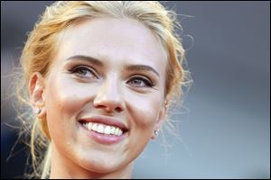 Actress Scarlett Johansson is ending her relationship with Oxfam International after being criticized over her support for an Israeli company that operates in the West Bank.