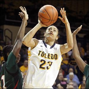 Toledo's Inma Zanoguera has scored in double figures nine of the last 10 games. She scores 14.9 a game.