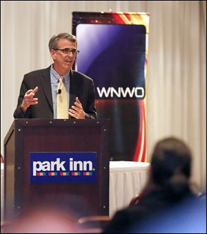 Sinclair Broadcasting Group executive vice president Barry Faber speaks during a town hall meeting at the Park Inn in Toledo.