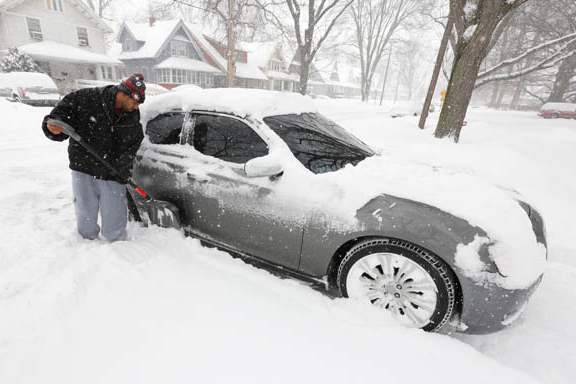 Jeremy-Toney-works-to-shovel-snow-from-his-c