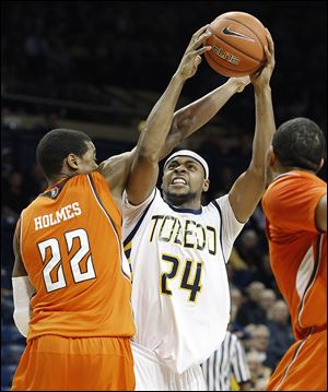 Toledo's J.D. Weatherspoon goes to the basket against  BG's Richaun Holmes.