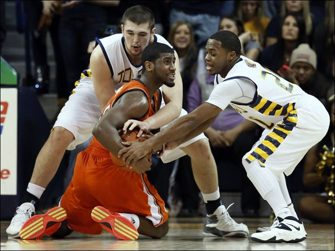 SPT UT6 University of Toledo center Nathan Boothe (53) and guard Julius Brown (20) battle Bowling Green State University guard