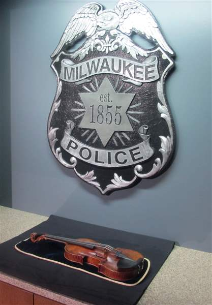 Violin-Theft-Milwaukee-5