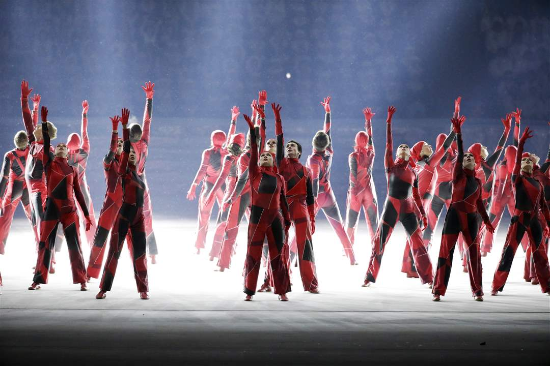 Sochi-Olympics-Opening-Ceremony-INDUSTRIAL-DANCERS