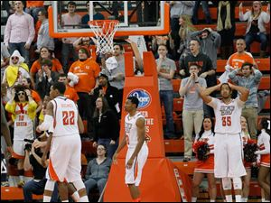 BGSU players and fans react after Akron takes a two-point lead with 2.3 seconds remaining.