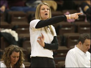 Sylvania Northview's head coach Brittaney Cymbolin calls out to her team during the first quarter.