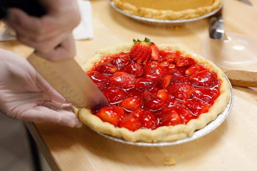 FEACULINARY11p-strawberry-pie