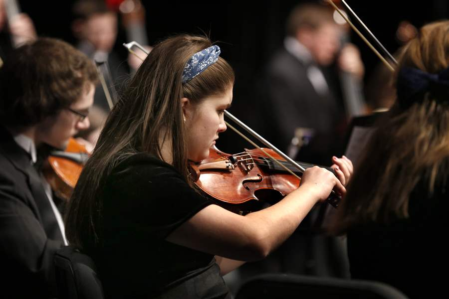 Krista-Hetrick-plays-a-violin-with-the-Concert-Orchestra