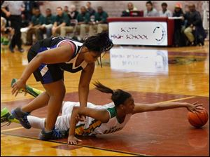 Woodward's Kyona Bryant and Start's Michaela Perdue scramble for a loose ball.