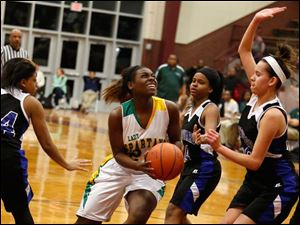 Start's Brittany McDuffie drives in front of Woodward's Andrea Johnson, center, and Cierra Stamper.