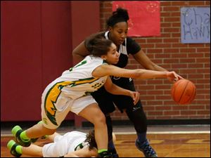 Start's Mariah White and Woodward's K'Shawna Barnett reach for a loose ball.