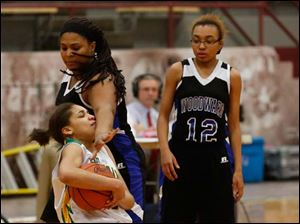 Start's Mariah White tries to keep the ball from Woodward's Kyona Bryant as Samara Jones watches.