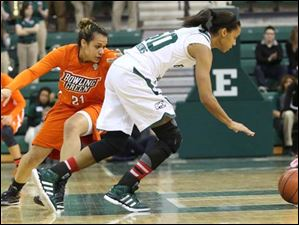 Bowling Green's Erica Donovan (21) attempts a steal from Eastern Michigan's Natachia Watkins (50) during the first half.