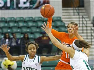 Bowling Green's Jillian Halfhill (11) passes to a teammate as she comes under pressure from an Eastern Michigan full court press.