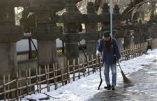 Japan-Daily-Life-shovel