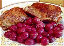 Pomegranate-glazed-chicken-thighs-with-roasted-red-grapes