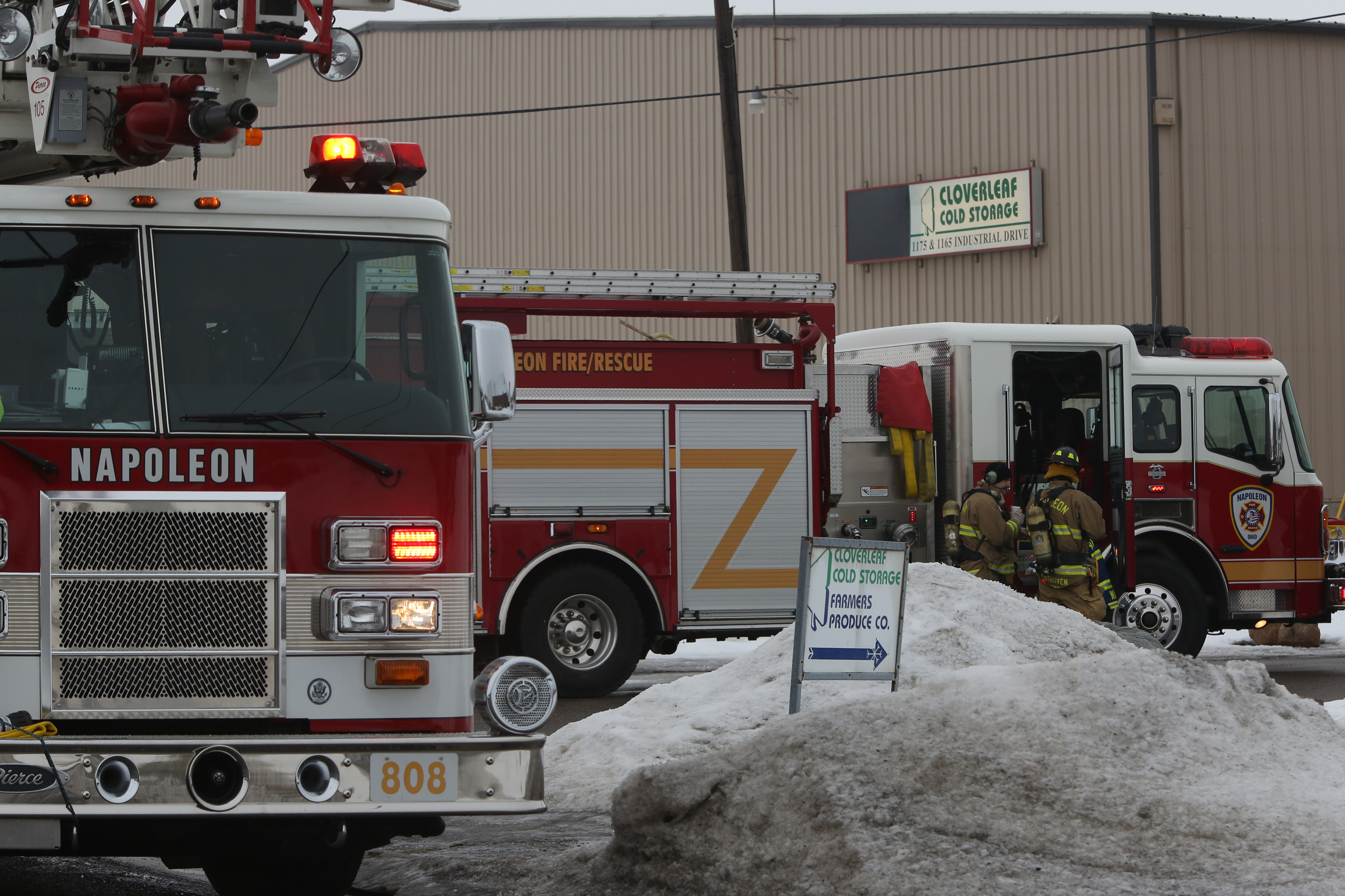 Roof at Napoleon cold storage facility collapses causes ammonia leak - The Blade & Roof at Napoleon cold storage facility collapses causes ammonia ...