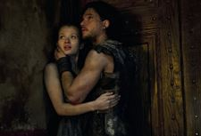 emily-browning-kit-harington-pompeii