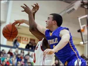 Findlay's Braden Miller (4) defends against Central Catholic's Jerry Moore III (40).