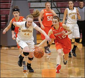 Northview's Maddie Cole and Southview's Maria Pappas chase a loose ball during a Division I girls basketball sectional final.