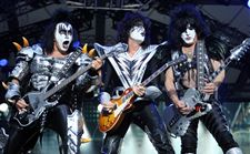Rock-Hall-Kiss