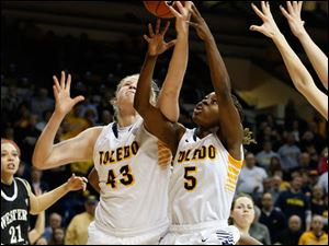 Toledo's Sophie Reecher, left, and Janelle Reed-Lewis fight for an offensive rebound during the final seconds.