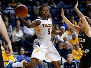 Toledo's Janelle Reed-Lewis passes along the baseline.