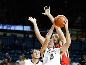 Toledo's Jordan Lauf shoots in front of Ball State's Tyler Koch. At left is Nathan Boothe.
