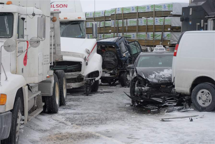 Canada-Highway-400-Crash-1
