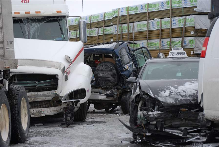 Canada-Highway-400-Crash-2