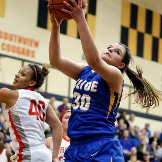SPT-DIIgirlsbball28p-wadsworth-gets-rebound