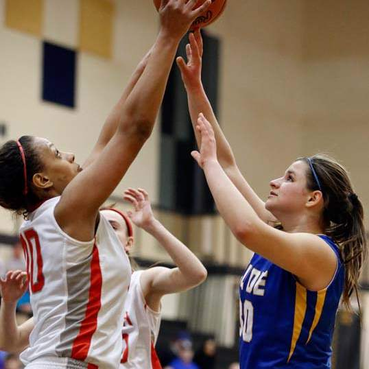 SPT-DIIgirlsbball28p-wadsworth-vs-russell-rebound