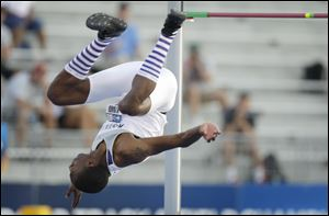 Kansas State alumnus and Toledo native Erik Kynard brought the sock craze to the sports world.
