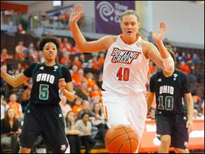 BG's Jill Stein tries to save a loose ball before it goes out of bounds.