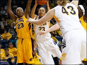 Toledo's Inma Zanoguera shoots while defended by CMU's Crystal Bradford. UT's Sophie Reecher is at right.