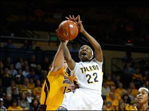 Toledo's Andola Dortch shoots in front of CMU's Kerby Tamm, in the first half.