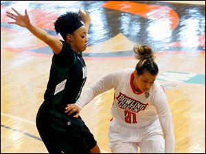 Bowling Green's Erica Donovan drives against Ohio University's Quiera Lampkins.